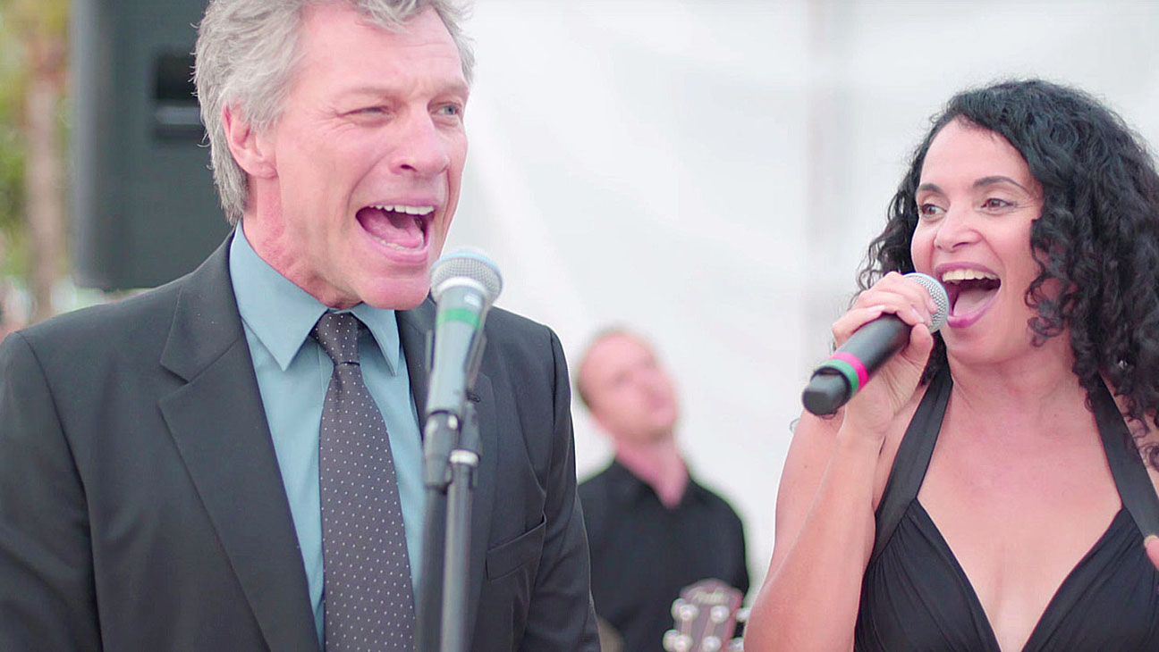 Bon Jovi sings with Lourdes Valentin on a private wedding in Miami -Screen Shot-H 2016