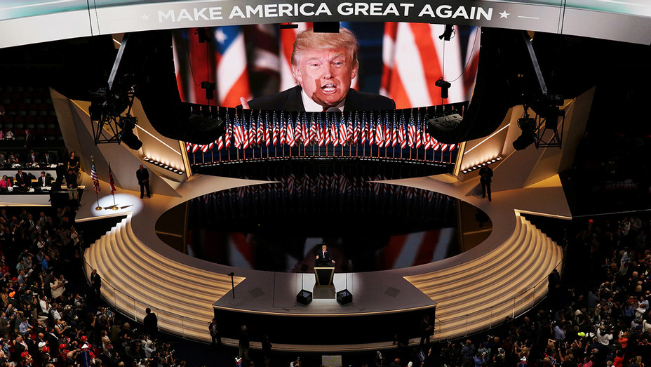 Donald Trump Stage - H 2016