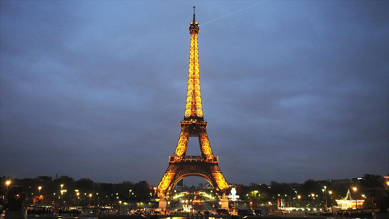 Eiffel Tower Earth Hour Paris Getty H 2016