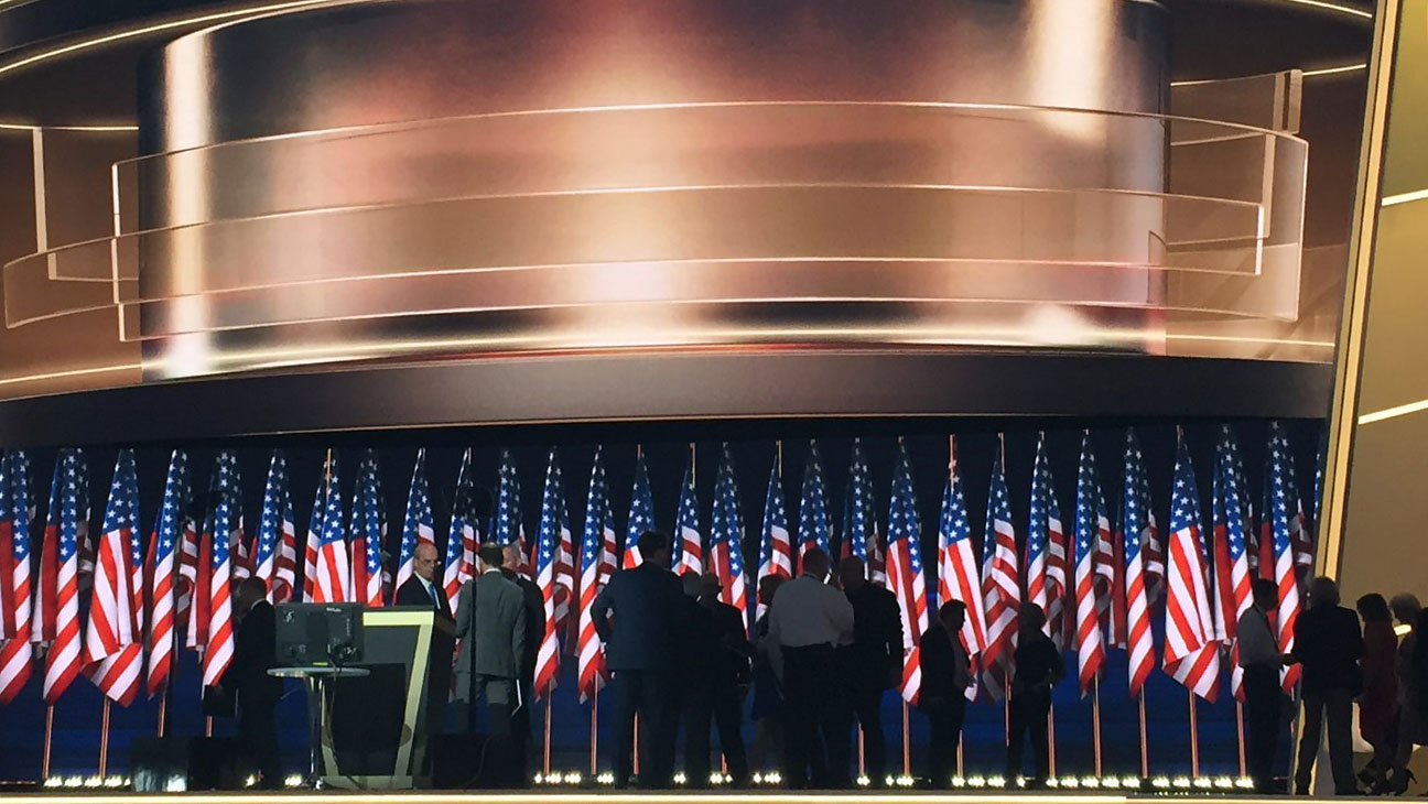 Trump Gold Stage - H 2016