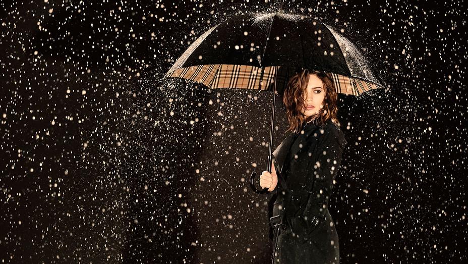 Lily James My Burberry Black - H 2016