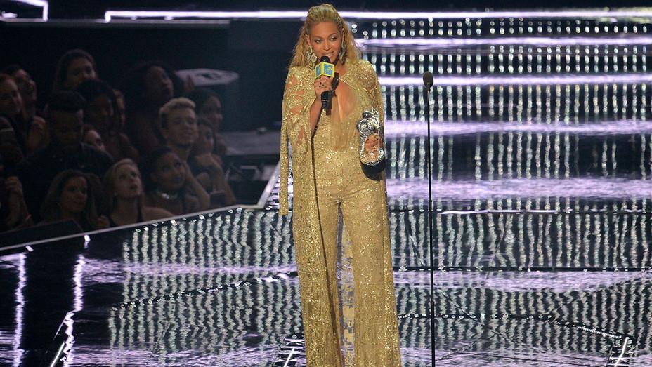 Beyonce_MAIN_VMA_Getty_H2016