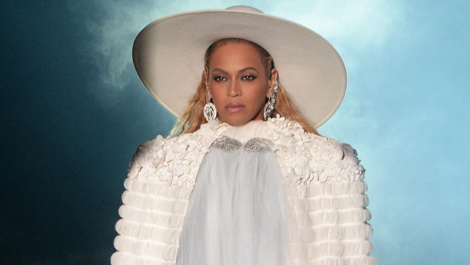 Beyonce_Performance_1_VMA_Getty_H_2016