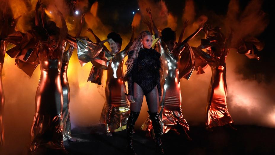 Beyonce VMA - H - 2016