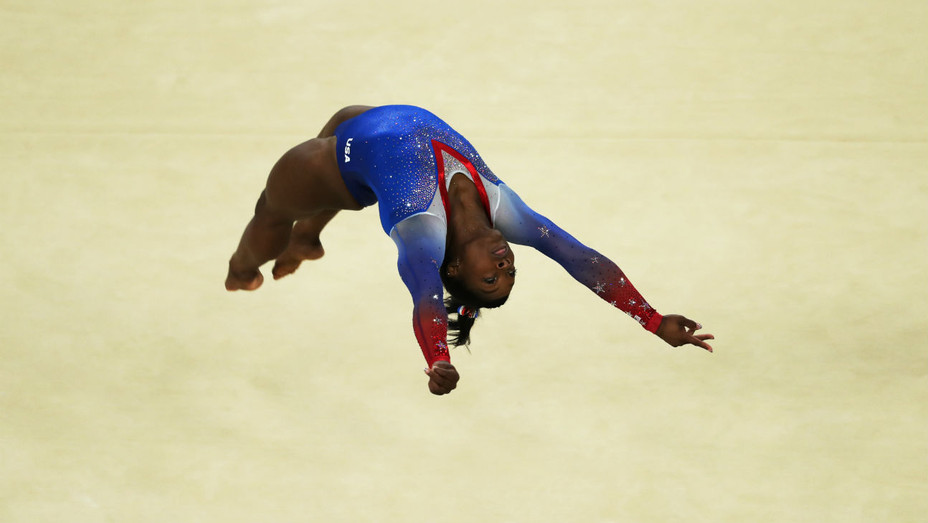 Simone Biles Floor Gold - Getty - H 2016