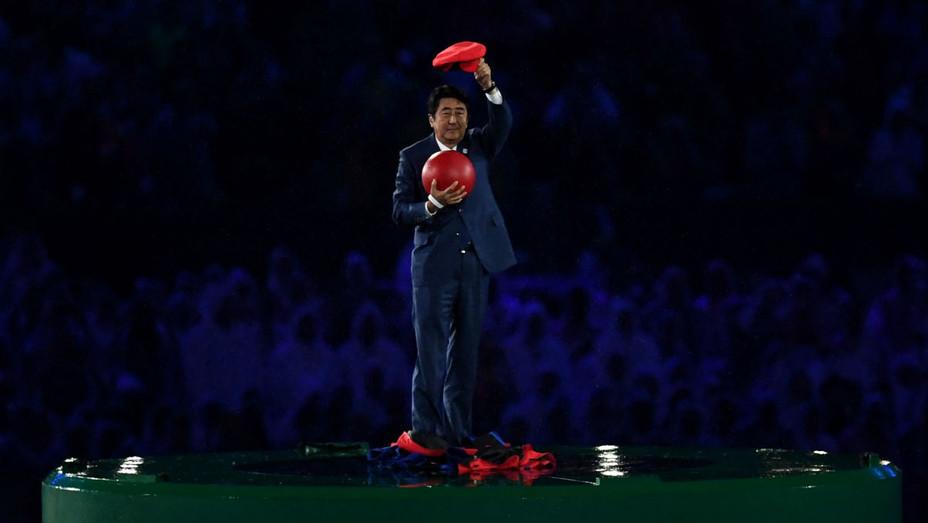Shinzo Abe Mario - Getty - H 2016