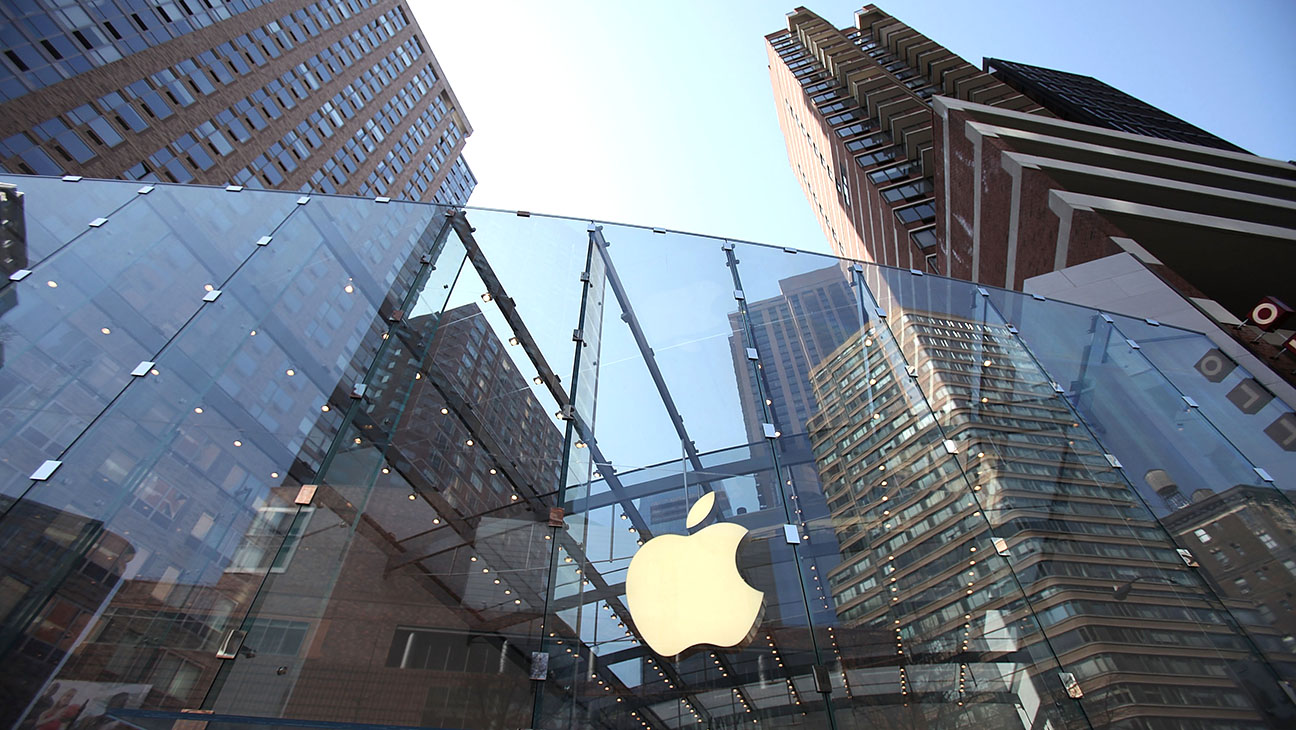 Apple Store NY-a general view of the exterior -Getty-H 2016