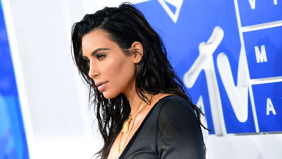 Kim_Kardashian_Sideview_VMA_Getty_H_2016