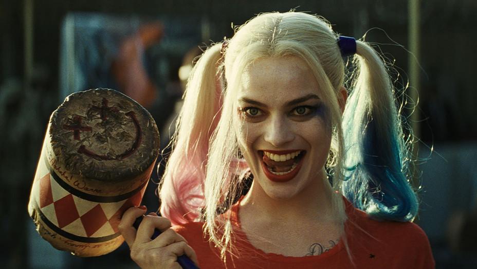 SUICIDE SQUAD 11 Margot Robbie Still H 2016