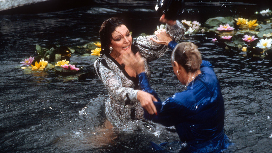 Dynasty - Joan Collins Linda Evans - Water Fight - Still - Photofest - H - 2016
