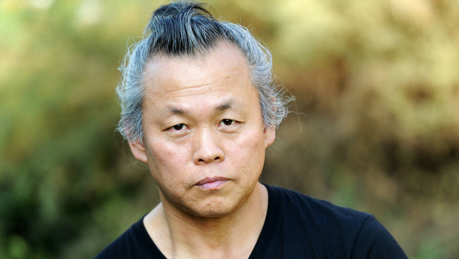 Korean Director Kim Ki-duk Dies of COVID-19 at 59 | Hollywood Reporter