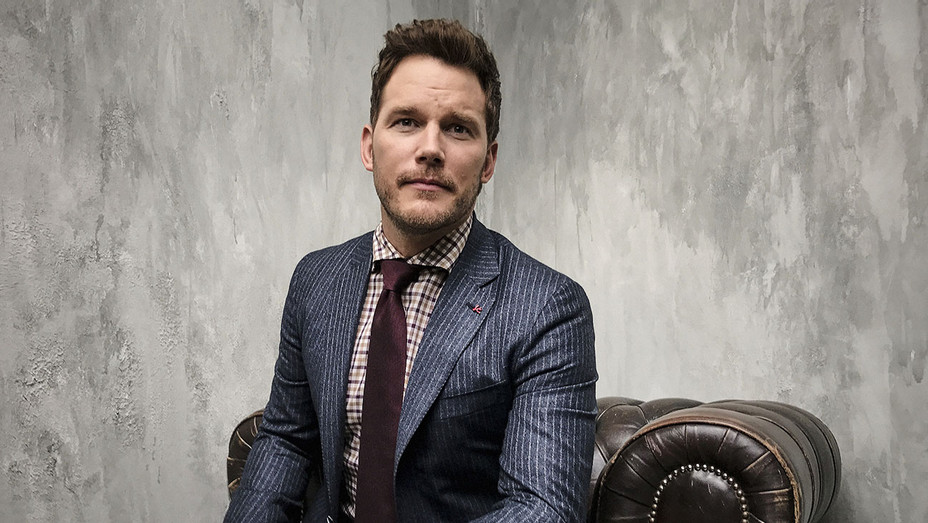 Chris Pratt - iPhone - Tiff -Publicity - H 2016