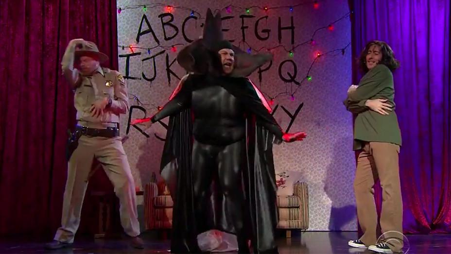 James Corden -Musicals with Jesse Tyler Ferguson & Alan Cumming - stranger things -H 2016
