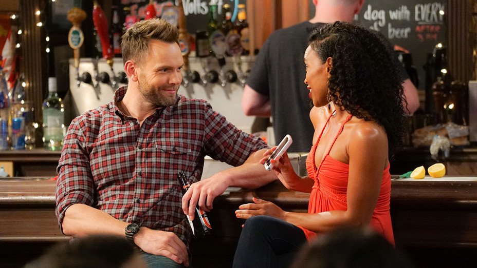 THE GREAT INDOORS - Dating Apps - Joel McHale -H 2016