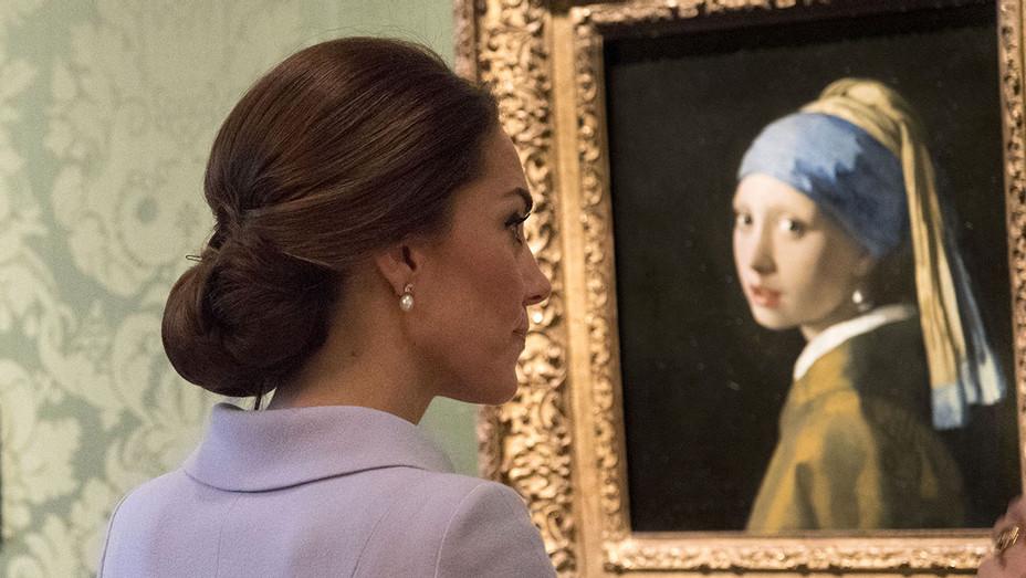 Catherine Duchess of Cambridge views Vermeer - H - 2016