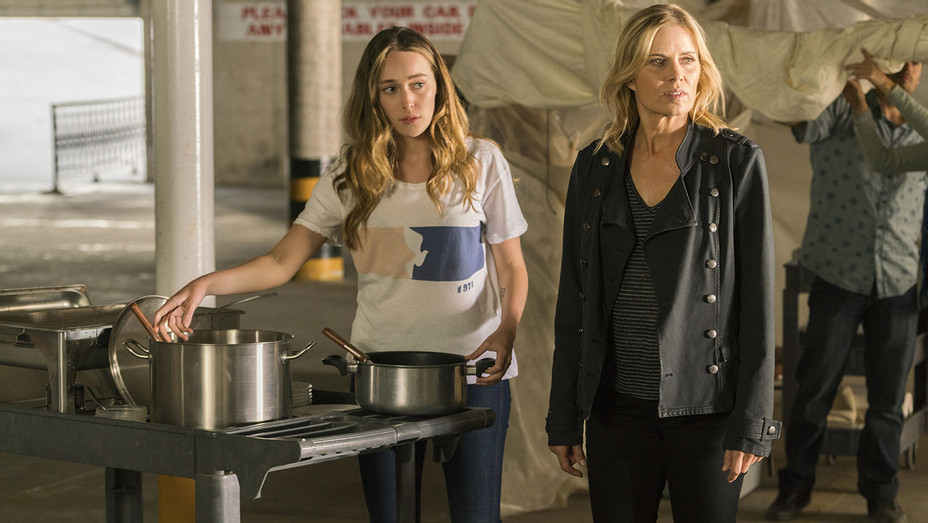 Fear the Walking Dead - Alycia Debnam-Carey and  Kim Dickens -Season 2, Episode 14 -H 2016