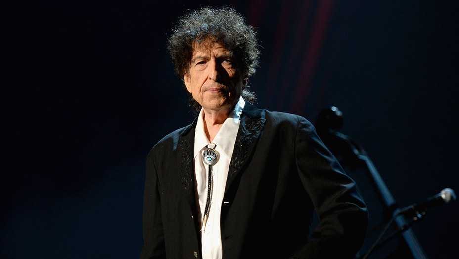 Bob Dylan speaks onstage at the 25th anniversary MusiCares 2015 -Getty-H 2016