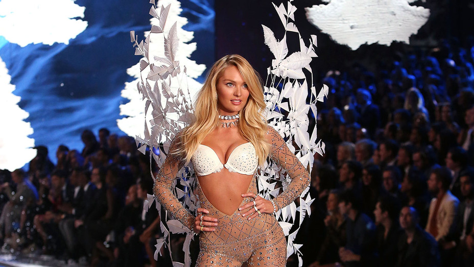 Candice Swanepoel -2015 Victoria's Secret Fashion Show- Getty-H 2016