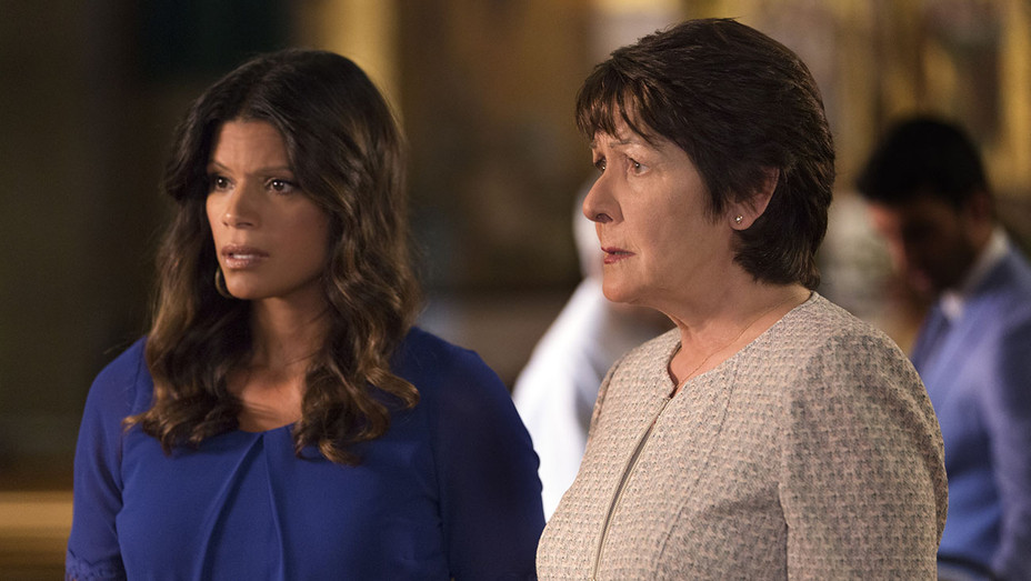 Jane The Virgin S02E03 Still - Publicity - H 2016