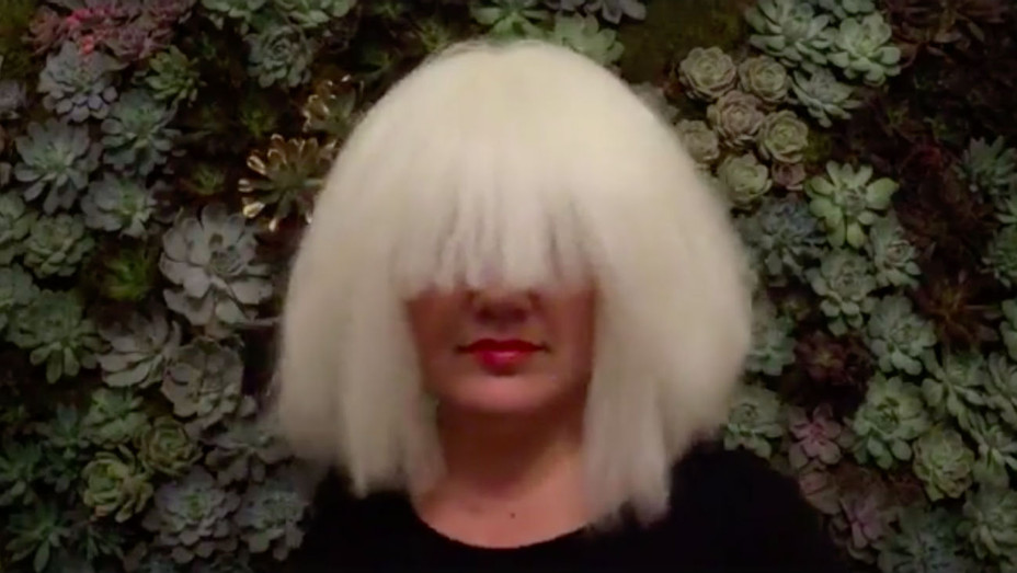 Kelly Clarkson Sia Halloween - Screengrab - H 2016