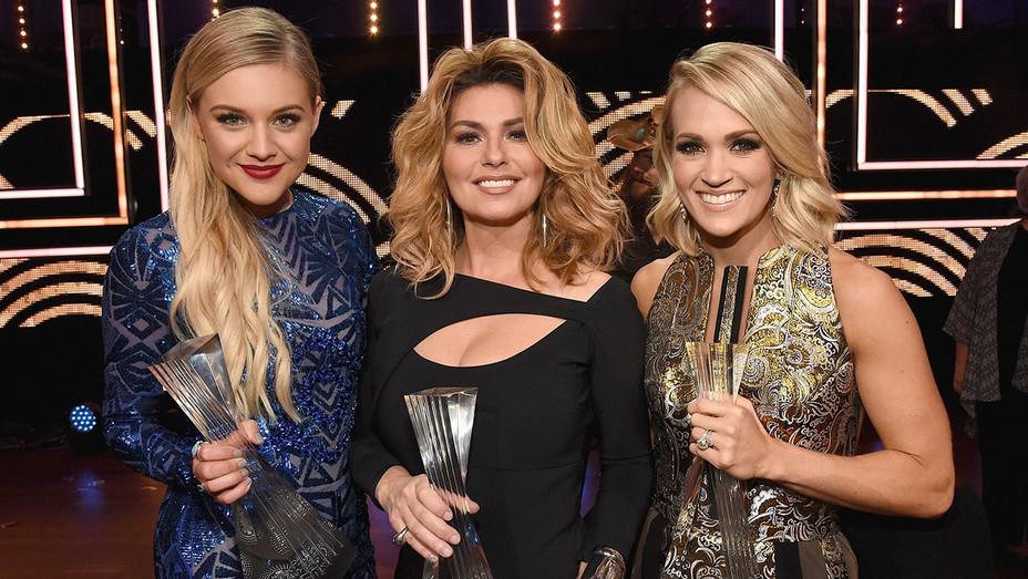 Kelsea Ballerini Shania Twain Carrie Underwood  - CMT Artist of the Year - H - 2016