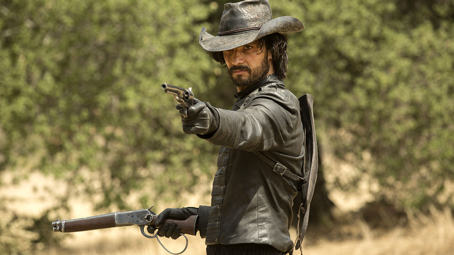 WESTWORLD - EPISODE 4 PHOTOS -Rodrigo Santoro - H 2016
