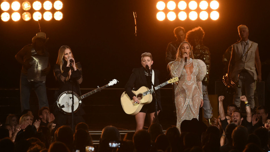 Beyonce Dixie Chicks performs at CMAs - Getty - H 2016