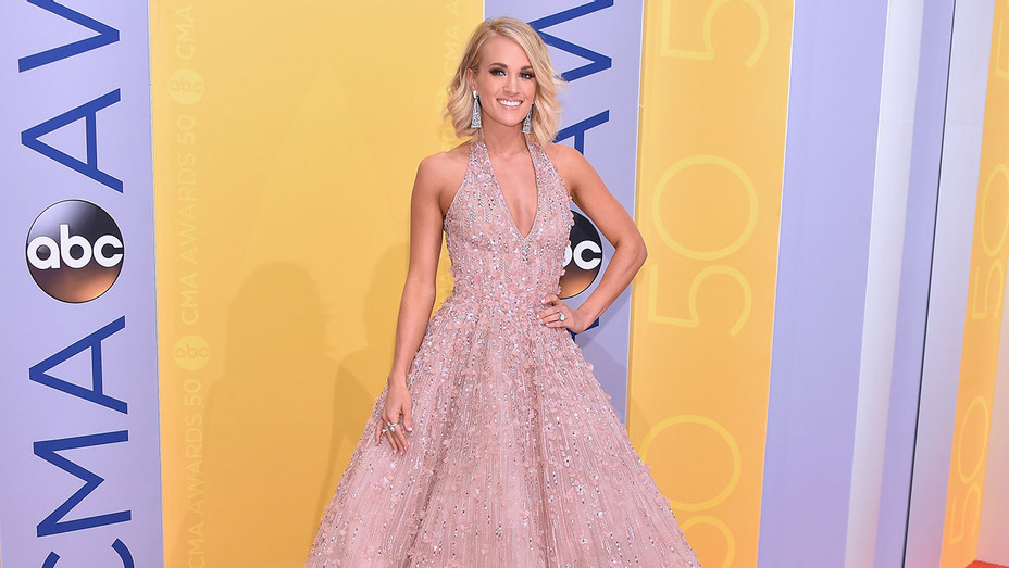 carrie underwood CMA Awards - Getty - H 2016