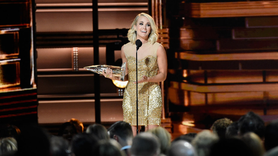 Carrie Underwood CMA Awards - Getty - H 2016