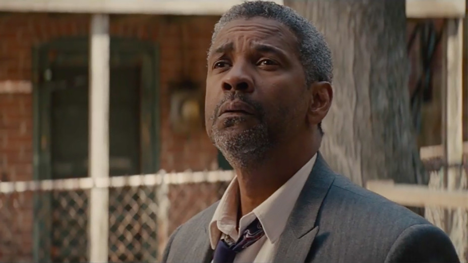 Denzel Washington Fences still H 2016