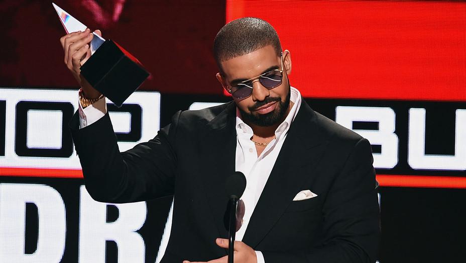 Drake - AMA Award- Getty - H - 2016