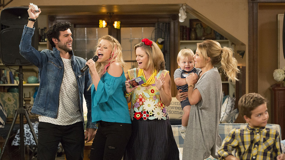 Fuller House Season 2 - Jodie Sweetin, Andrea Barber, Candace Cameron Bure-Publicity-H 2016