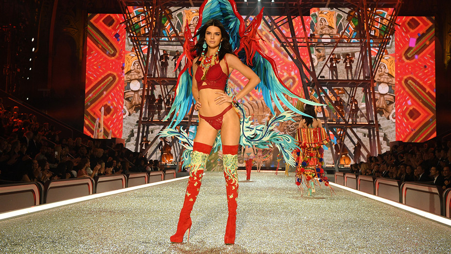 Kendall Jenner VS Fashion Show 2016 - Getty - H 2016