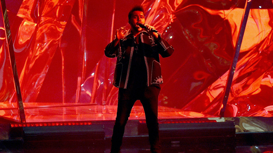 The Weeknd - AMA - Show - Getty - H - 2016
