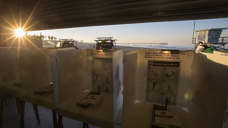 Voting booths - Venice Beach - H - 2016