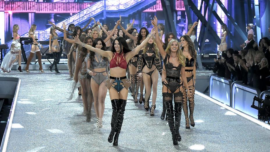 Victoria's Secret Fashion Show - November 30, 2016 in Paris, France - Getty-H 2016