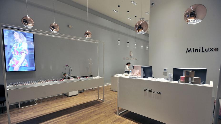 Miniluxe Nail Salon 1 - H - 2016