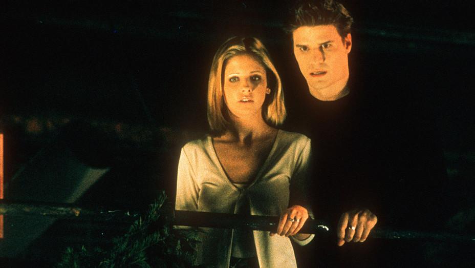 Buffy the Vampire Slayer (WB) TV Series Season 2 -Gellar and Boreanaz Photofest-H 2017
