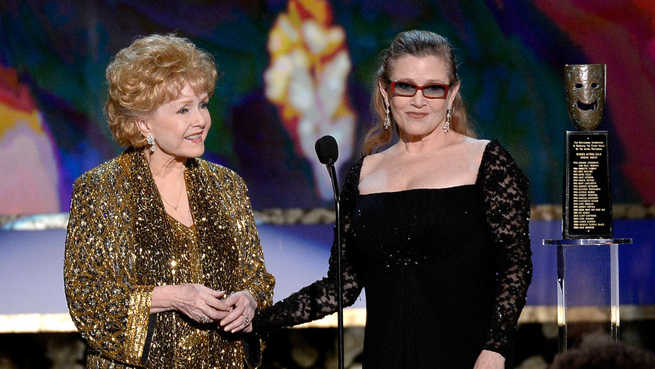 Carrie Fisher Debbie Reynolds 2015 SAG Awards - H Getty 2017