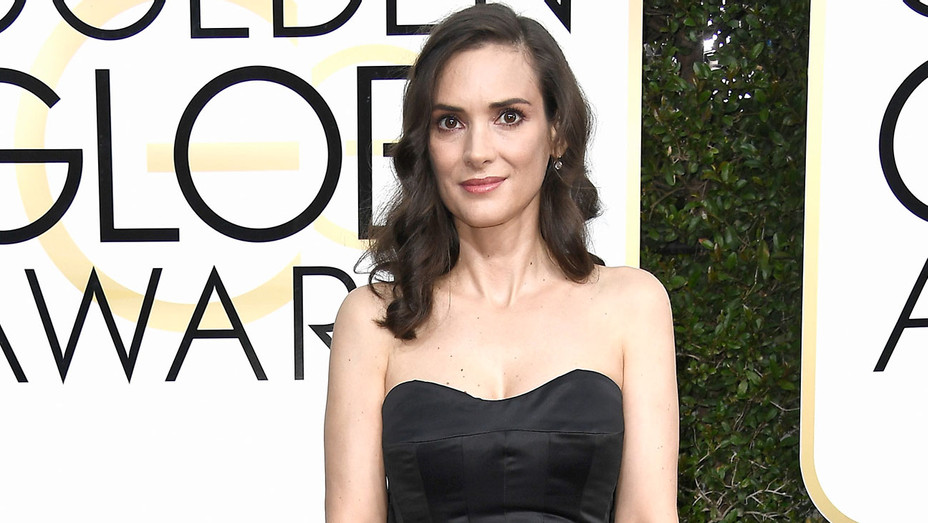 Winona Ryder attends the 74th Annual Golden Globe Awards - Getty-H 2017