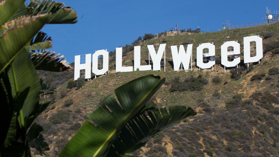 Hollyweed Sign Prank - H - 2016