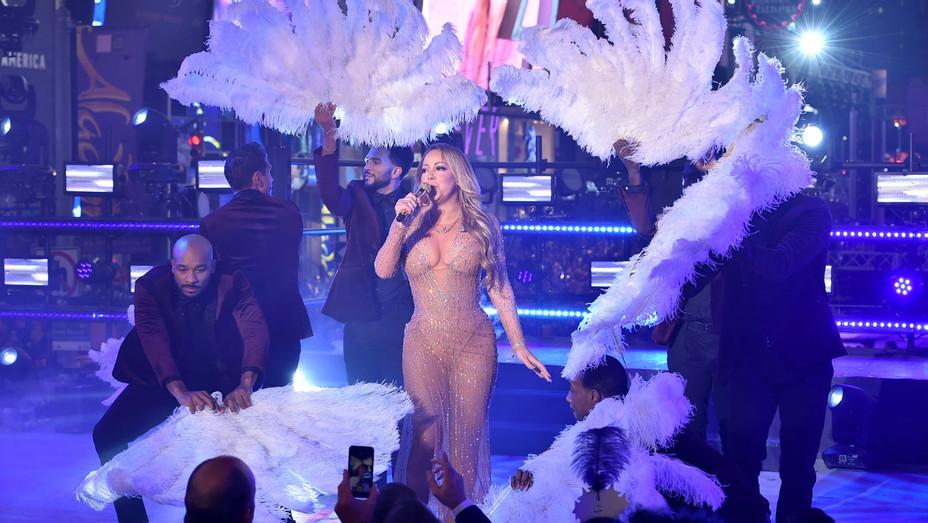 Mariah Carey Rockin' NYE Performance - H 2016