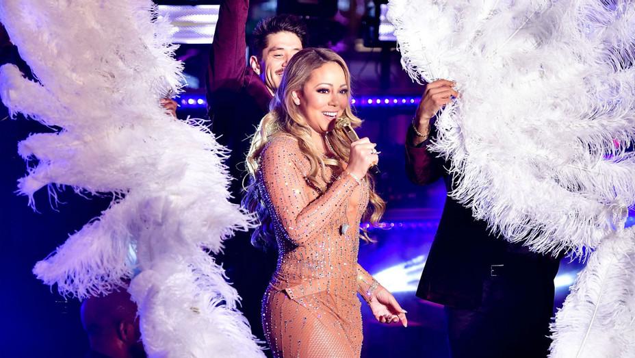 Mariah Carey Rockin' NYE Performance 2 - H 2016