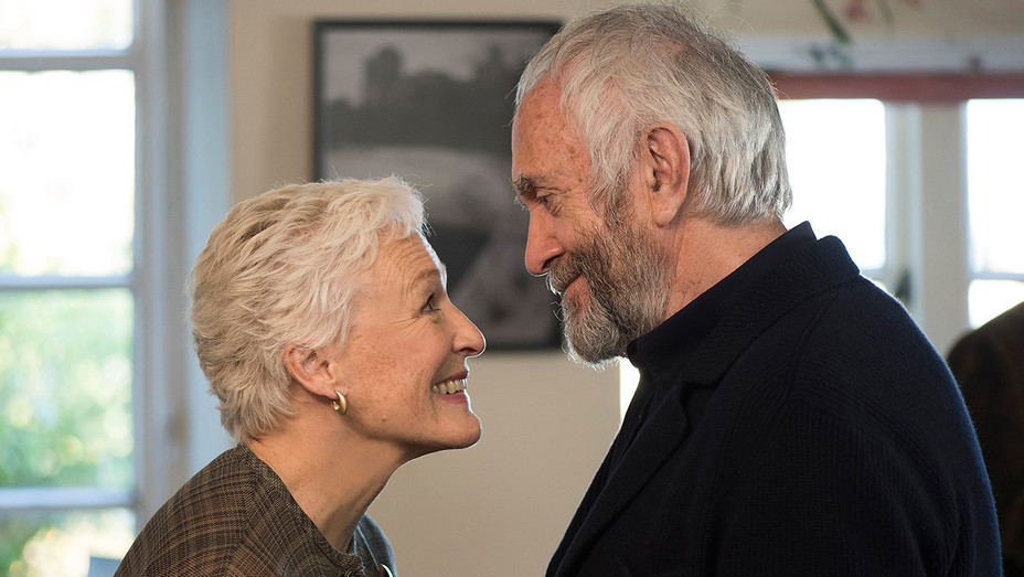 The Wife still, Glenn Close, Jonathan Pryce - H - 2017