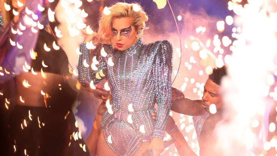 Lady Gaga -crystal bodysuit- Pepsi Zero Sugar Super Bowl - Getty-H 2017