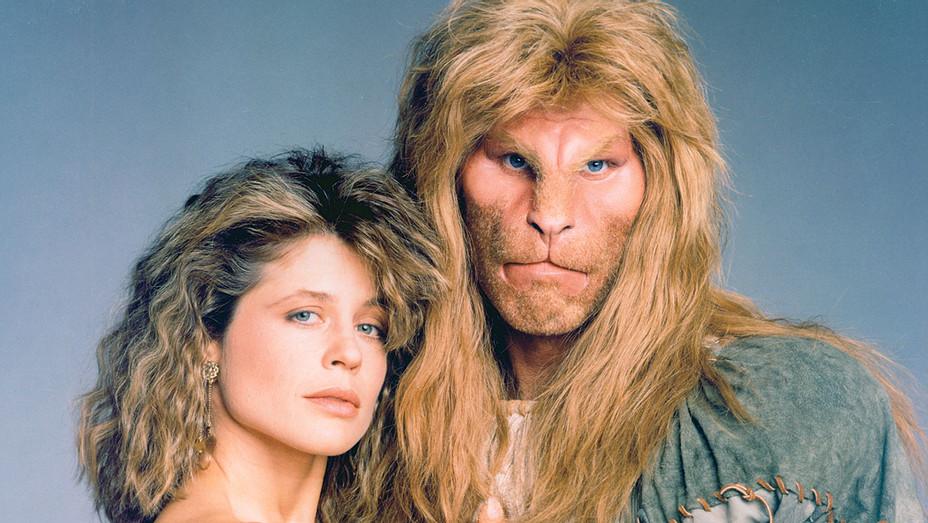 Hollywood Flashback: Linda Hamilton and Ron Perlman - Beauty and the Beast -Photofest- H 2017