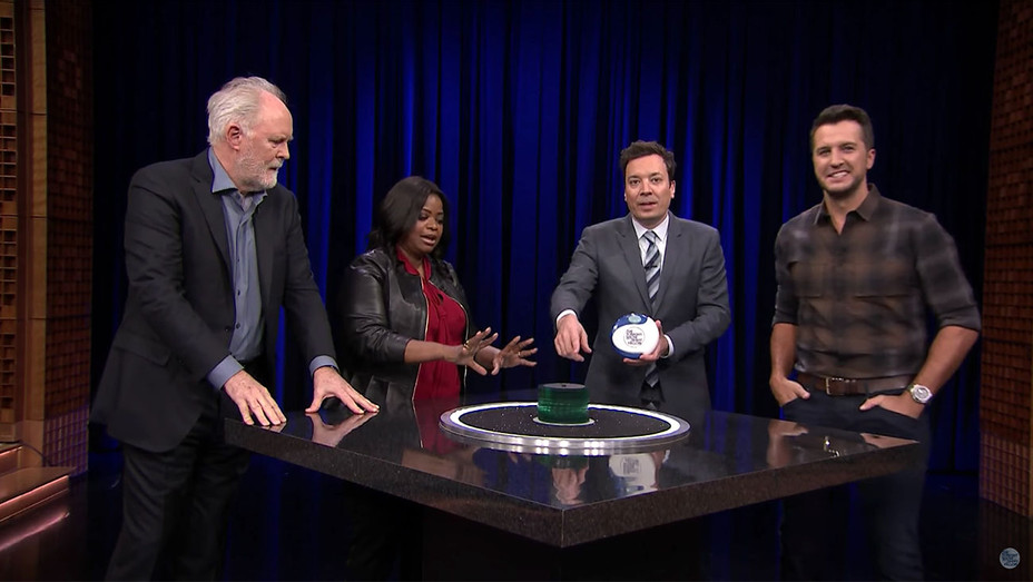 Catchphrase with Octavia Spencer, John Lithgow and Luke Bryan -Screen Shot-H 2017
