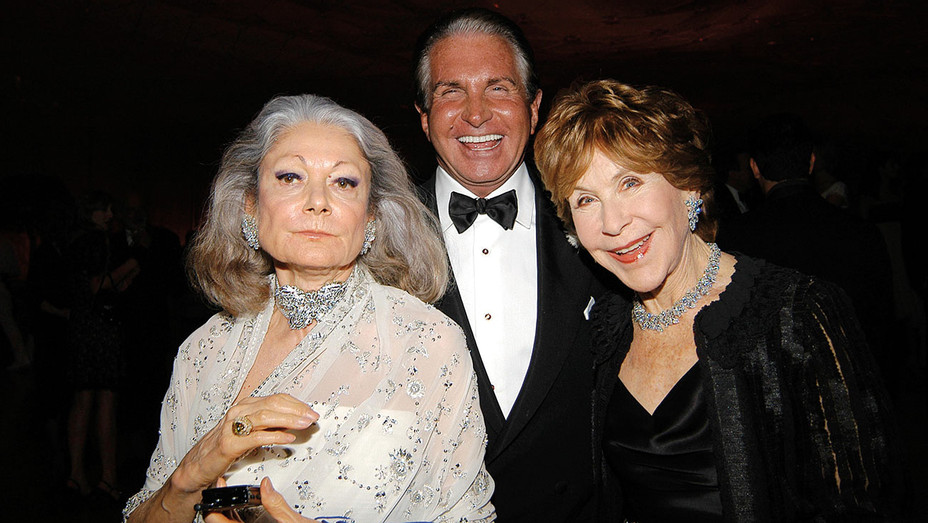 Vanity Fair Oscar Party - Denise Hale, George Hamilton and Betsy Bloomingdale -Getty-H 2017