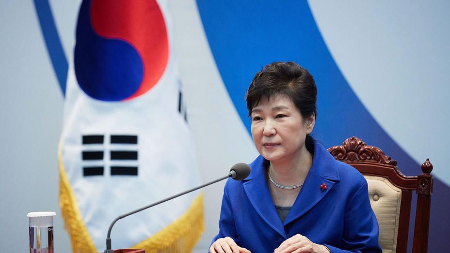 Park Geun-Hye emergency cabinet meeting - Getty - H 2017