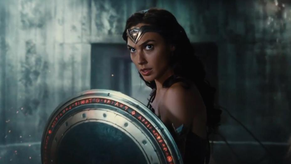 Gal Gadot - Justice League Wonder Woman Sneak Peek Still - H 2017